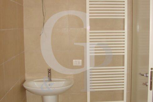 bagno bilocale ristrutturato appartamento battisti gabicce mare vendita