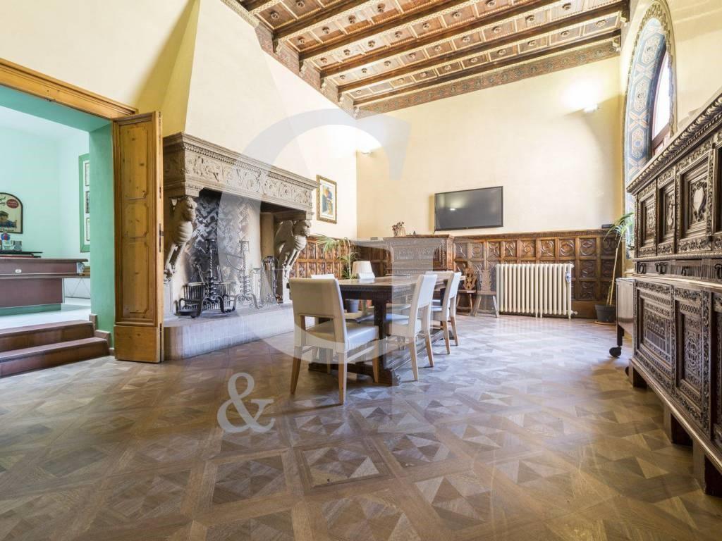 Bologna, Lussuoso appartamento (Via Battisti, Centro Storico) – Vendita