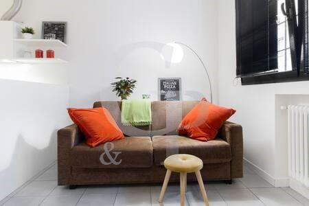 soggiorno monolocale arredato affitto appartamento bologna marconi lorenzo lame