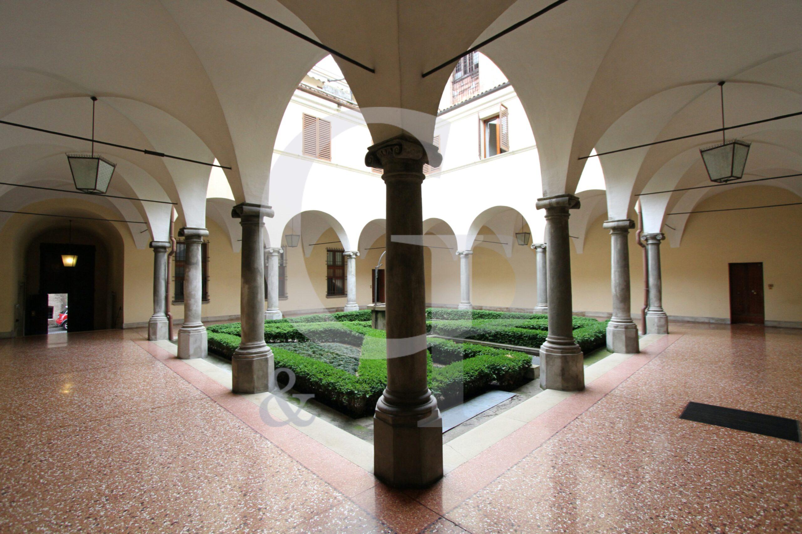 Bologna, Silenzioso ufficio 4 vani (Via Cesare Battisti, Centro) – Affitto