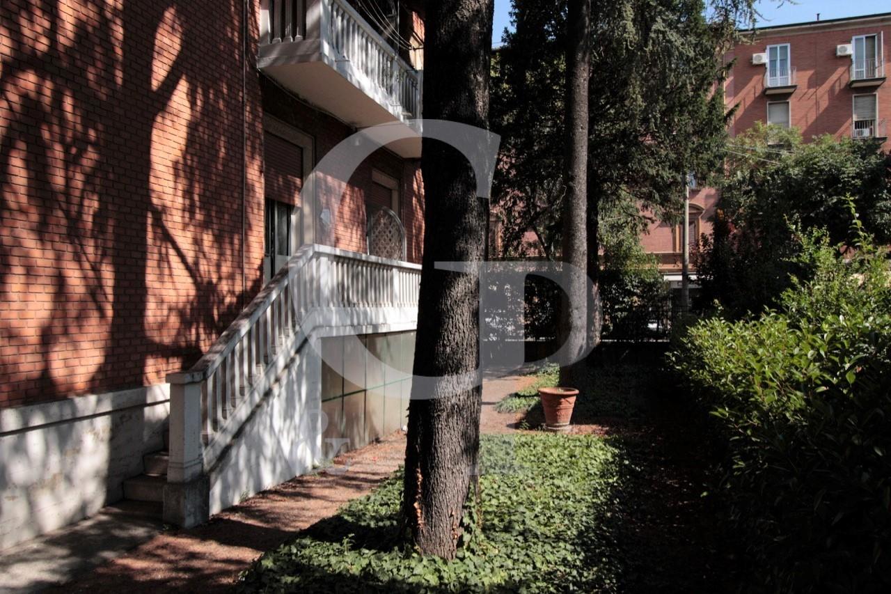 Bologna, Bilocale ristrutturato (Via Bolognese, Bolognina) – Affitto